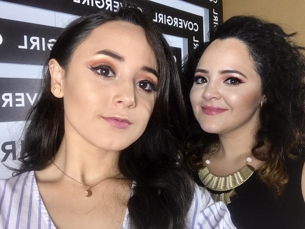 foto samantha y carla juntas en evento cover girl
