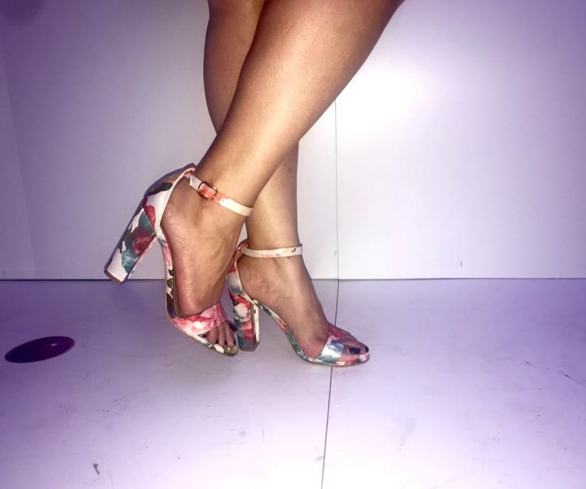 zapatos blancos florales de agaci