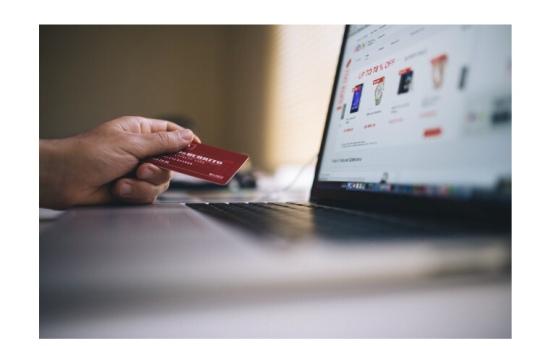 tarjeta-de-credito-comprand-en-linea-con-programa-de-recompensas