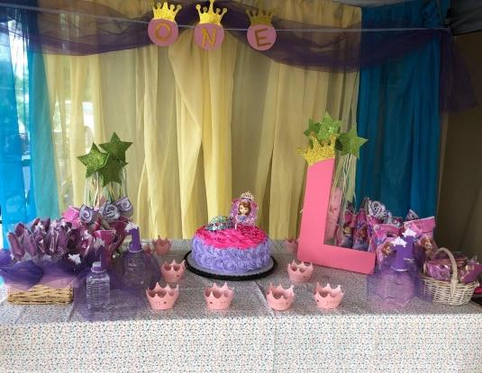 mesa-decorativa-con-motivo-de-princesas