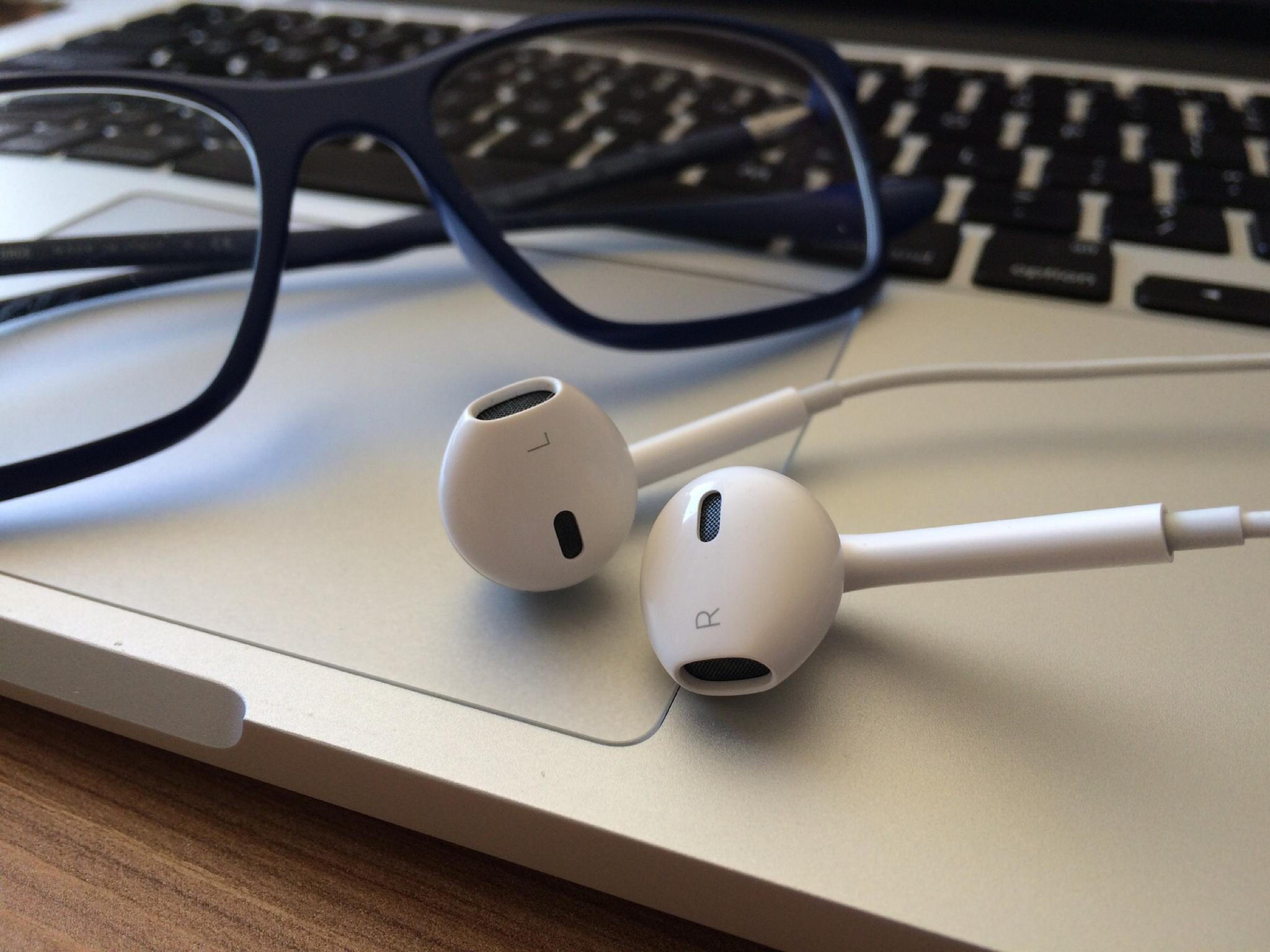 audifonos-para-oir-podcasts