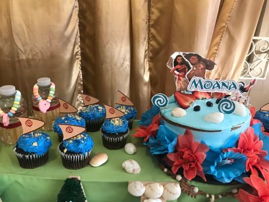 decoracion-cumple-moana-con-cake-toppers-hecho-en-casa