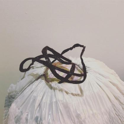 bolsa grande con ropa usada para donar o regalar