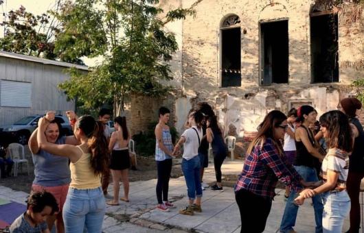 chicas jovenes en ponce tomando taller de defensa personal