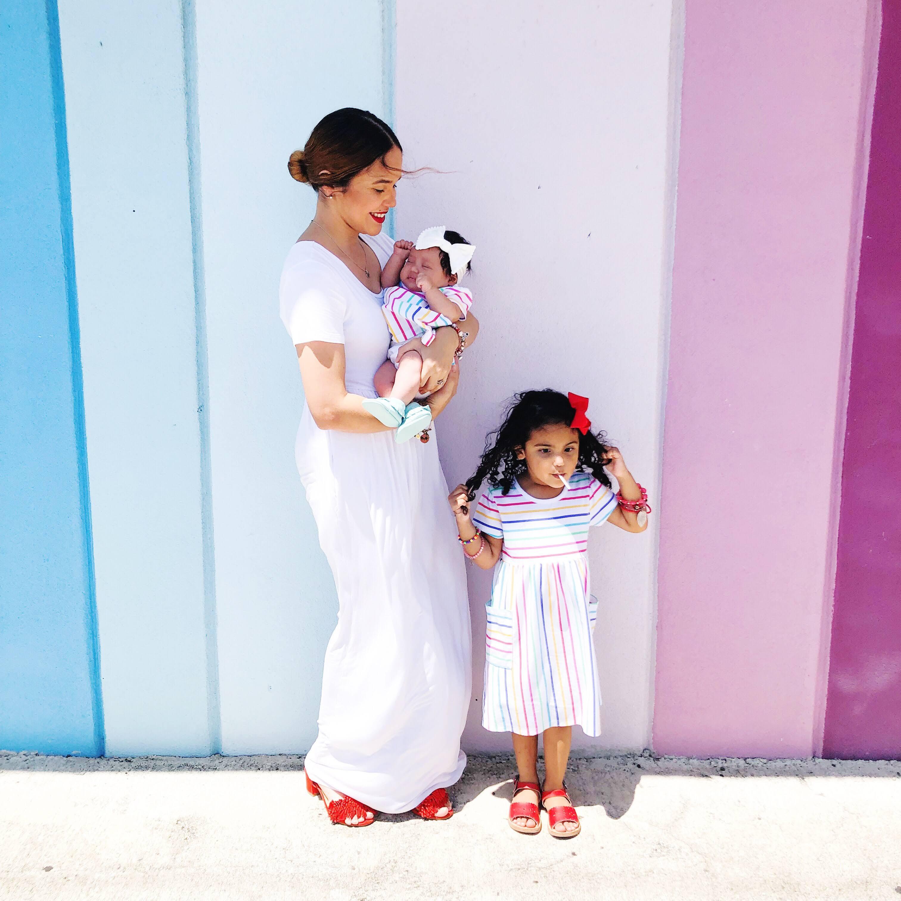 mama y ninas con ropa en patrones comunes