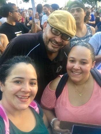 familia juntos manifestandose en Ponce